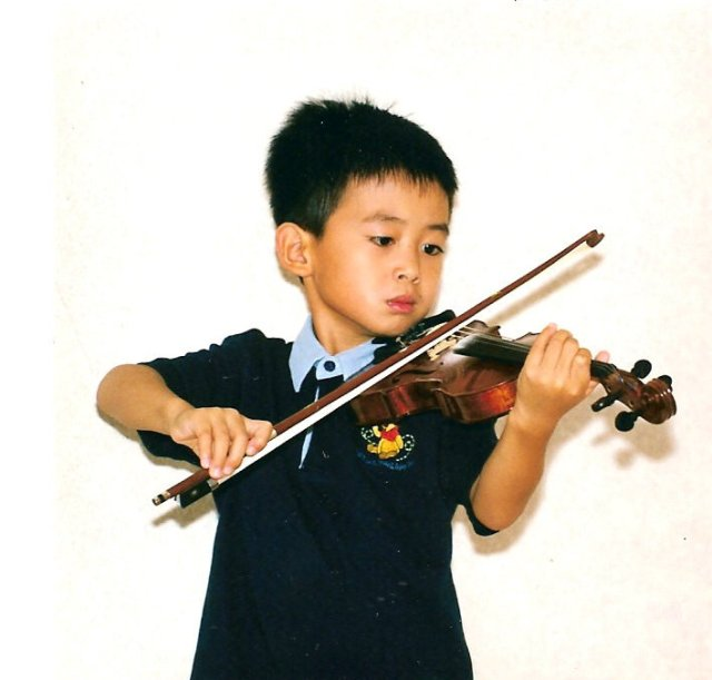 CheHo playing as a child